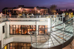 Rooftop bar en restaurant Le Perchoir in Parijs