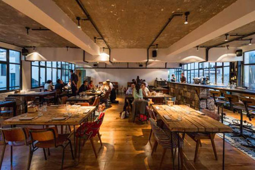 rooftop bar en restaurant le perchoir in parijs places we know. Black Bedroom Furniture Sets. Home Design Ideas