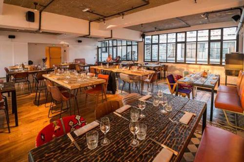 rooftop-bar-restaurant-le-perchoir-parijs-6